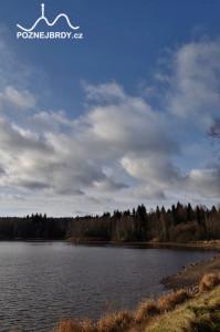 Pohled na jihozápad z hráze Hořejšího Padrťského rybníku